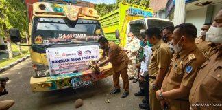 Bupati Bersama Waki Bupati Munasaat melepas secara simbolis Bantuan Beras PPKM